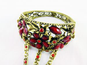 Bracelete com anel - pedras vermelhas