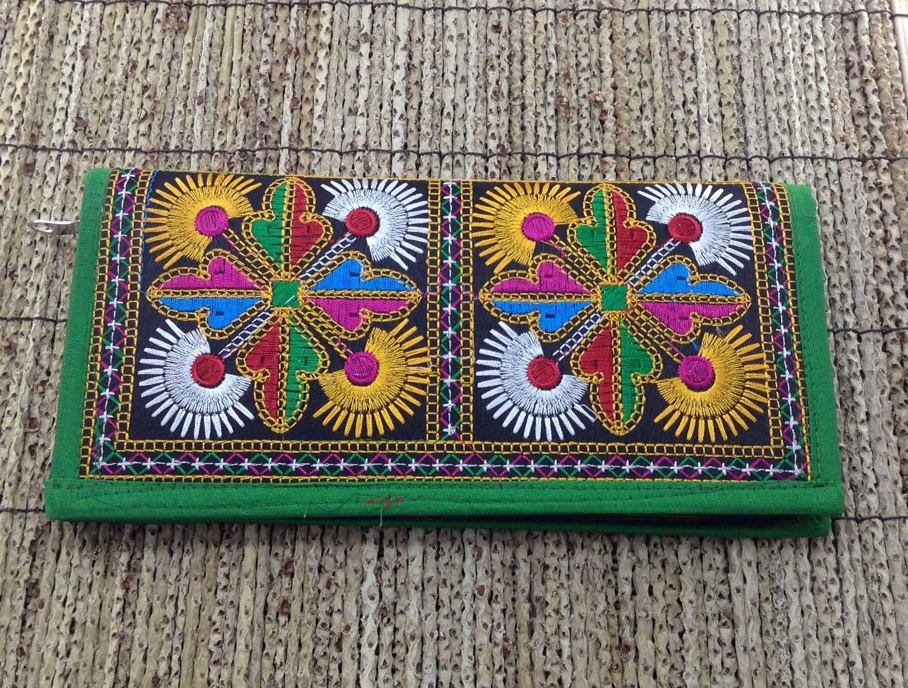 4a920f42e Clutch indiana vintage 100% bordada a mão - verde – Bazar Indiano