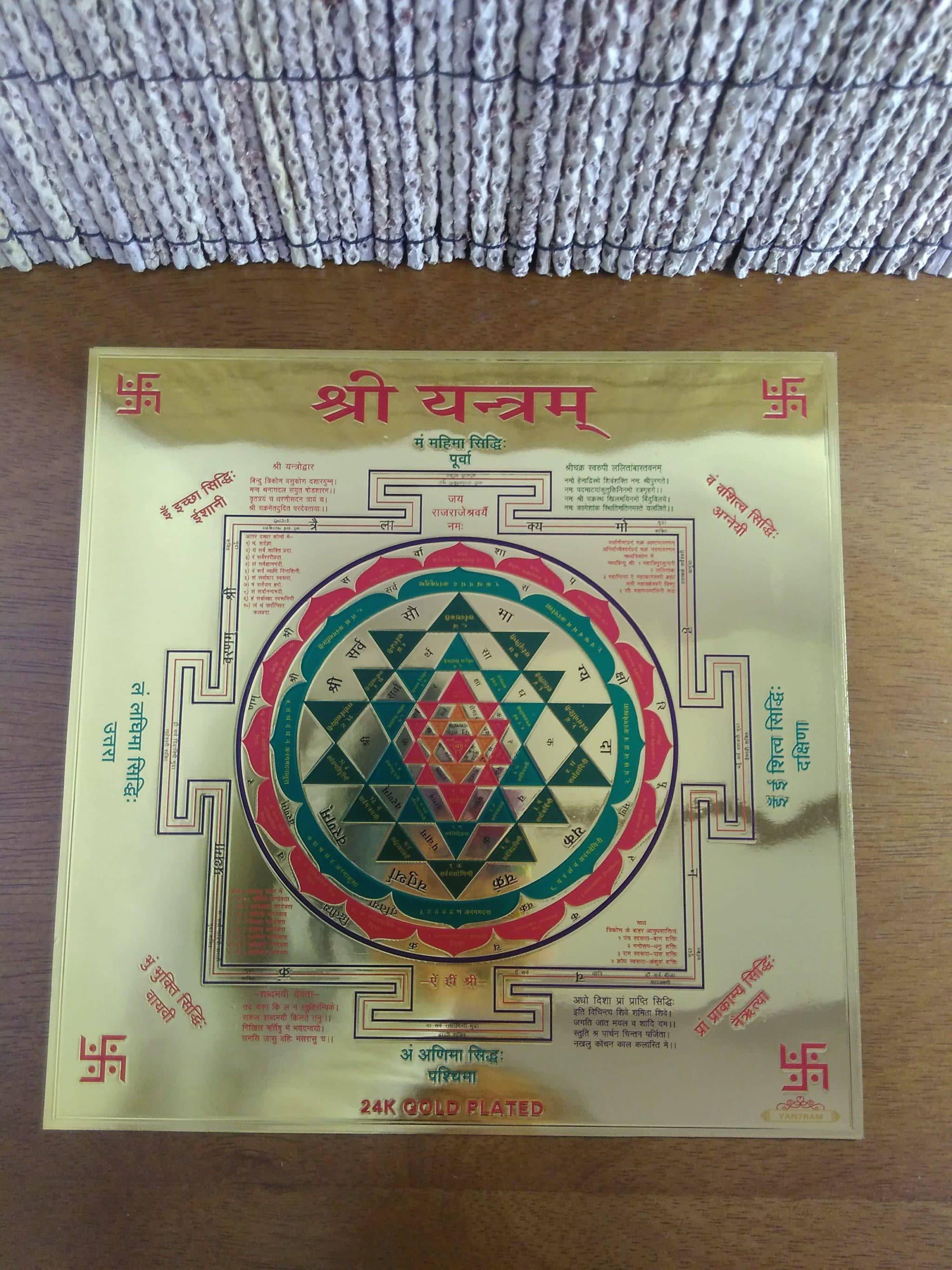 Yantra (Shri Yantra) em lâmina dourada (23 x 23 cm)