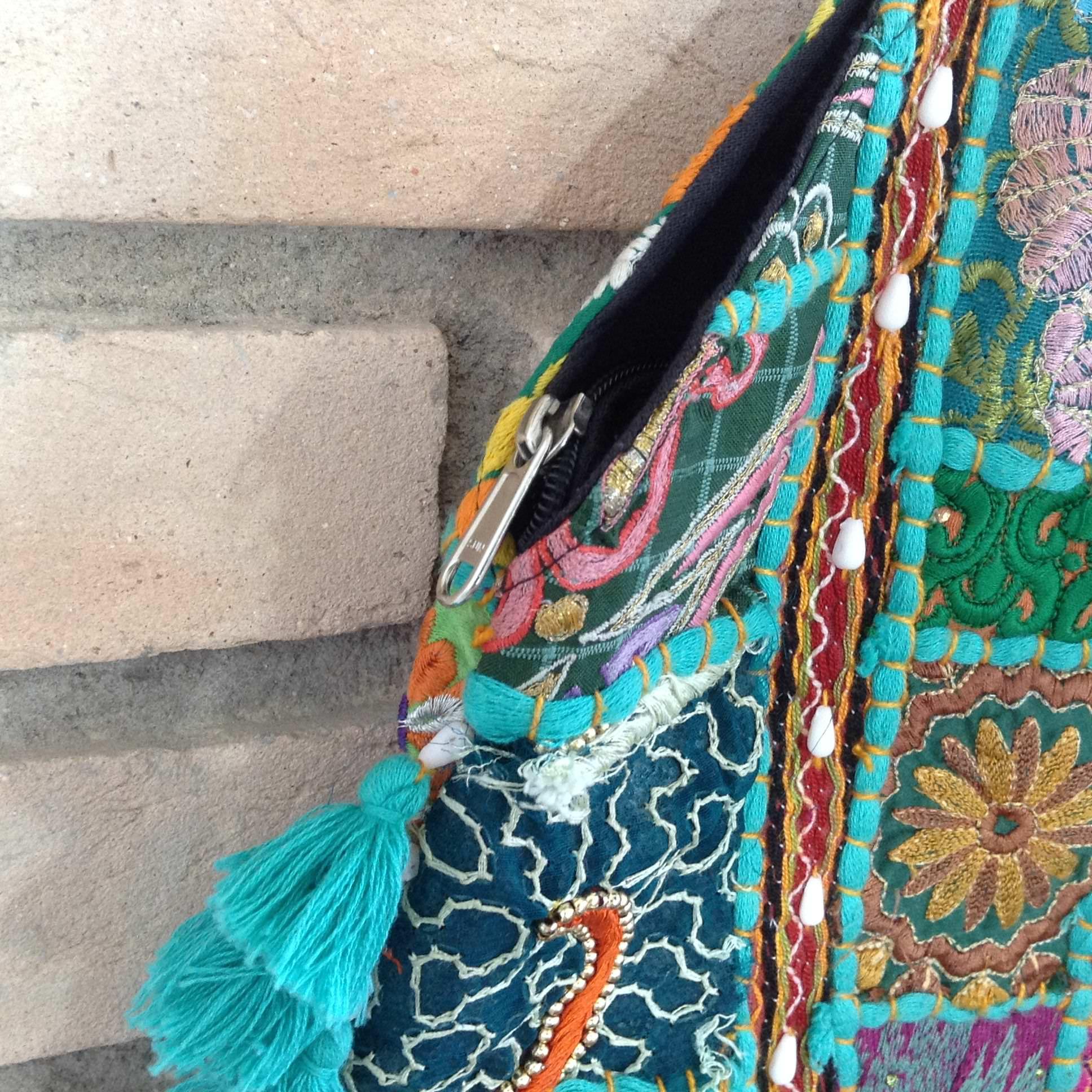 Bolsa De Mao Turquesa : Bolsa indiana de patchwork hindu com pompons turquesa