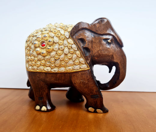 elefante indiano de madeira com dourado