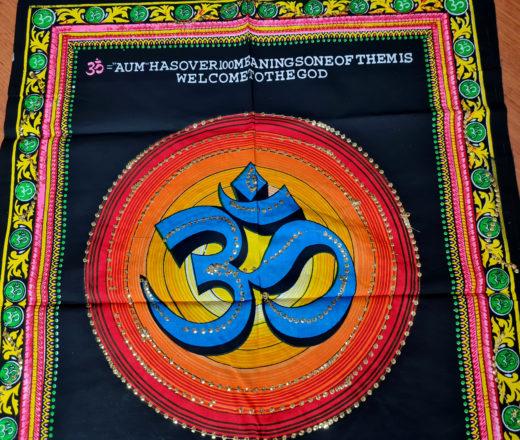 panô indiano com mantra Gayatri 75cm
