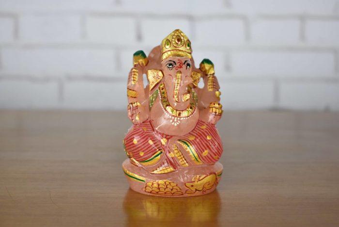 Estátua de Ganesha lapidado em pedra natural de quartzo rosa