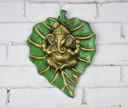 Deus Ganesha de parede em metal formato folha verde e dourado foto 4