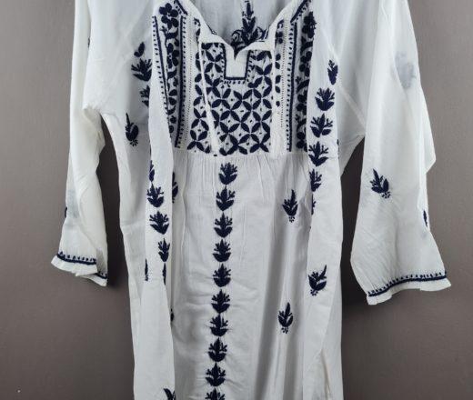 bata indiana bordada branca e azul