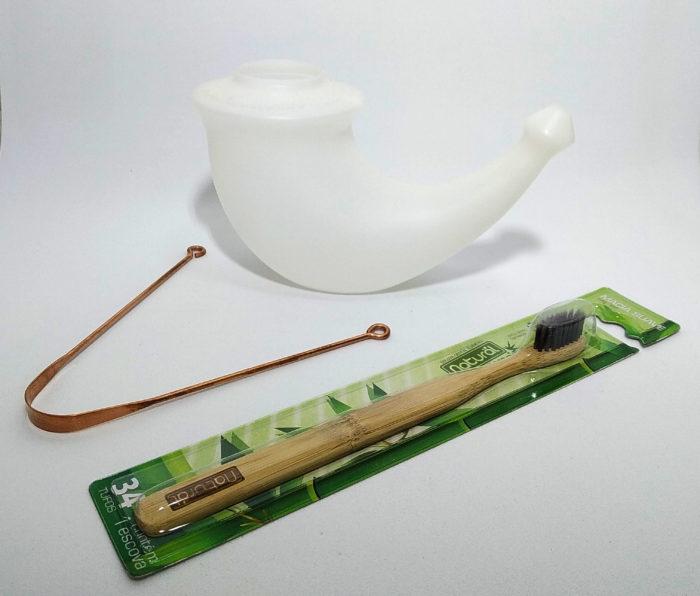 kit ayurveda de higiene com raspador de língua de cobre, lota e escova dental de bambu