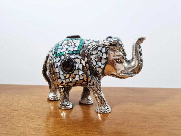 elefante indiano de metal