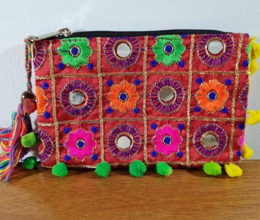 bolsinha indiana de mão com tassel
