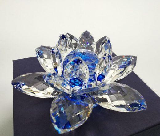 flor de lotus em cristal azul
