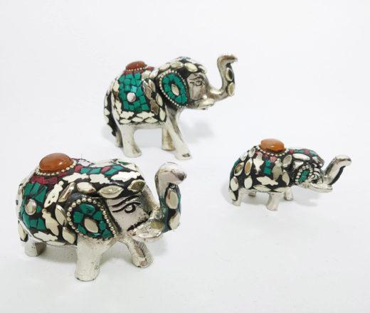 trio de elegantes indianos de metal com pedras