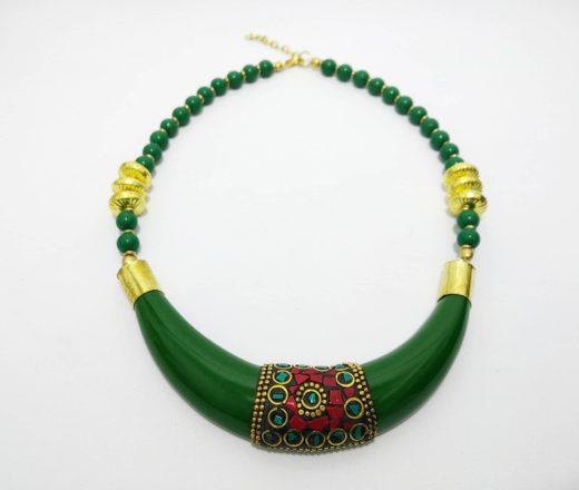 colar indiano de resina e pedras naturais