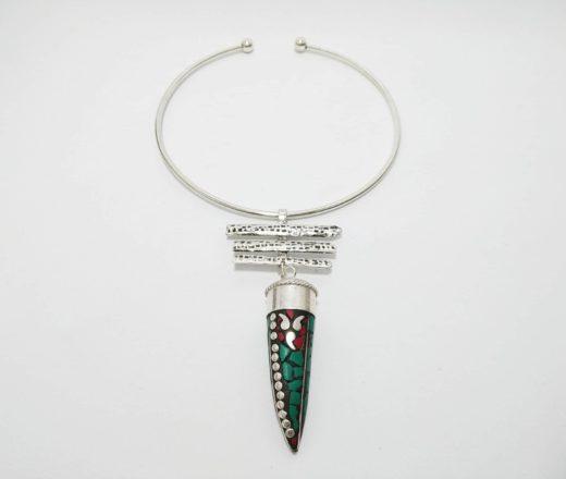 colar indiano Aro rígido com pedras naturais