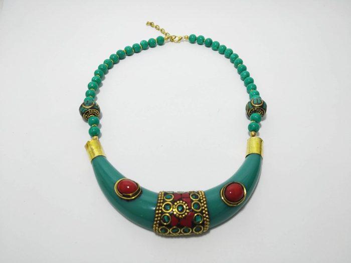 colar indiano de resina com pedras e bronze