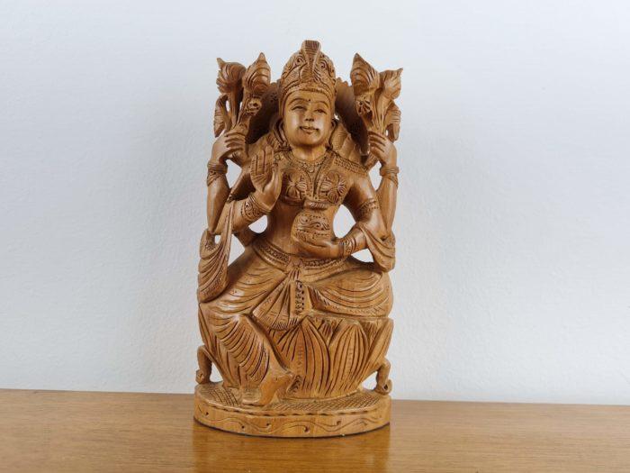 deusa Lakshmi em madeira