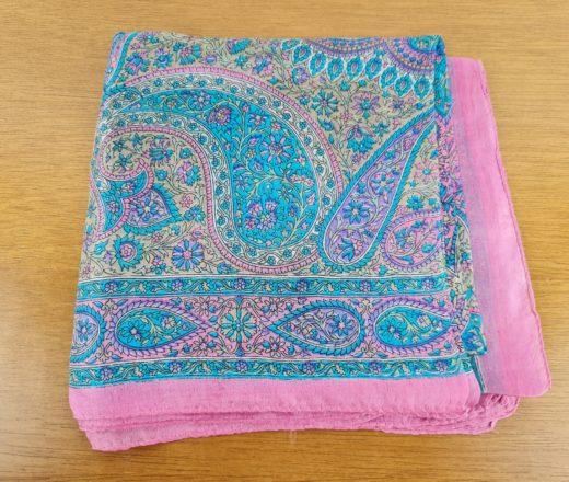 lenço de seda rosa
