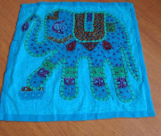 almofada indiana de algodão com elefante bordado
