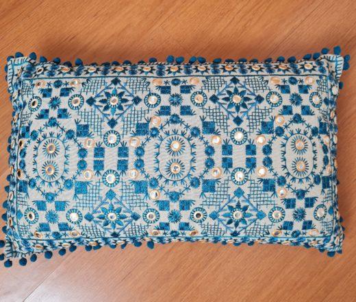 almofada indiana retangular bordada