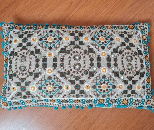 almofada indiana bordada retangular