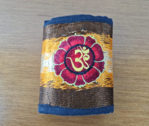 carteira indiana bordada com Aum
