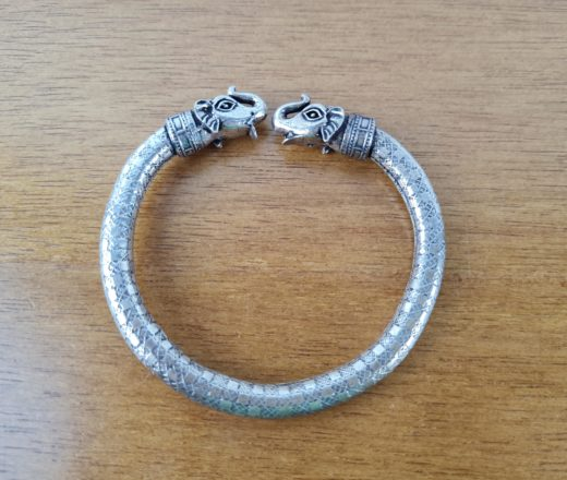 pulseira indiana rígida de elefantes