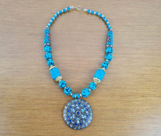 colar indiano de pedrarias verde e azul