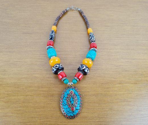 colar indiano com pedras naturais