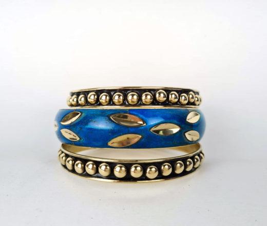 Pulseiras indianas de metal azul e dourado