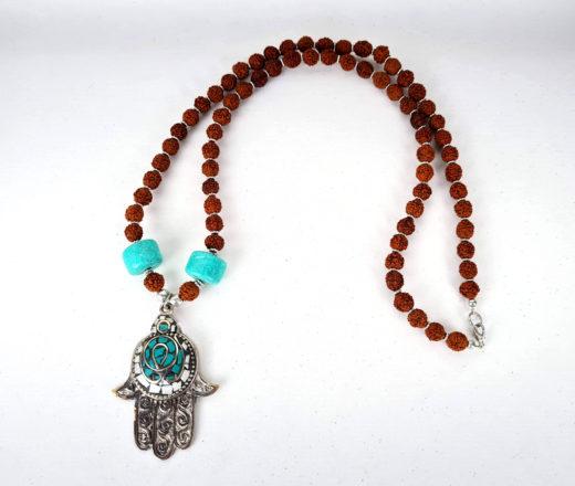 colar indiano de Rudraksha com pedras e pendente de Hamsá