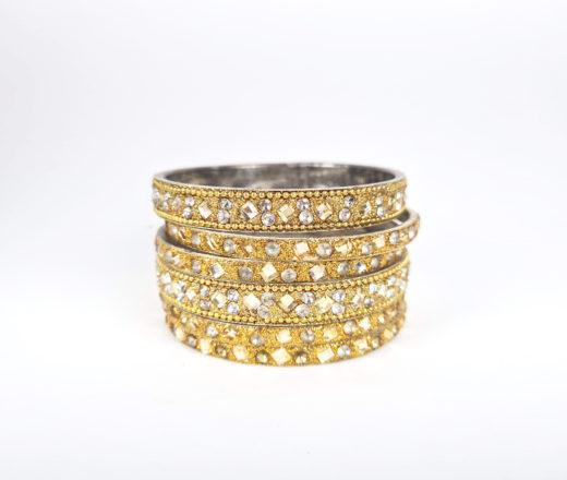 conjunto de pulseiras indianas douradas com pedrarias
