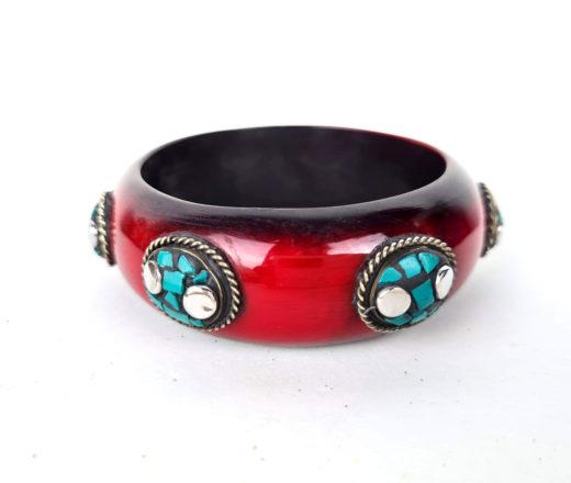 pulseira indiana de acrílico azul turquesa com pedras embutidas