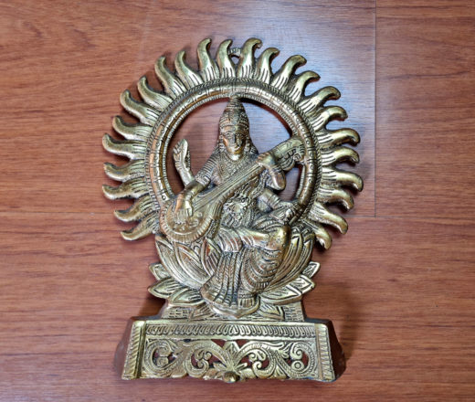 Deusa Saraswati em metal para decorar parede ou mesa, estante etc
