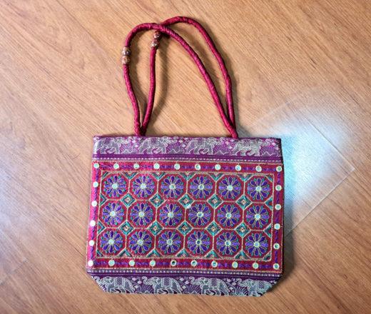 Bolsa indiana de tecido bordado floral