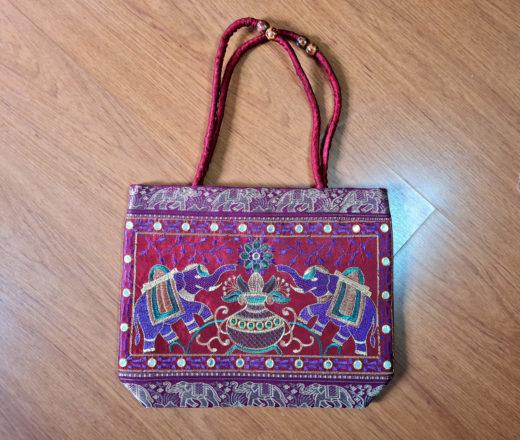 Bolsa indiana de tecido bordado com elefantes
