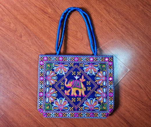 Bolsa indiana de tecido bordado com elefante e flores