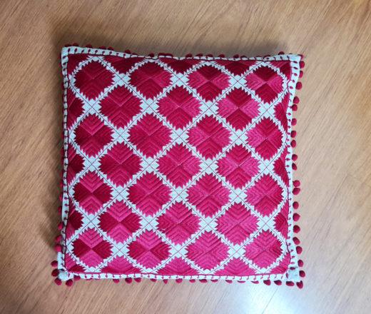almofada indiana bordada vermelha