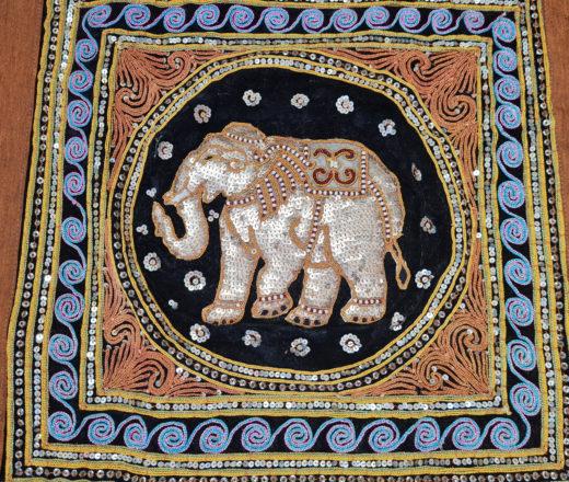panô de elefante bordado