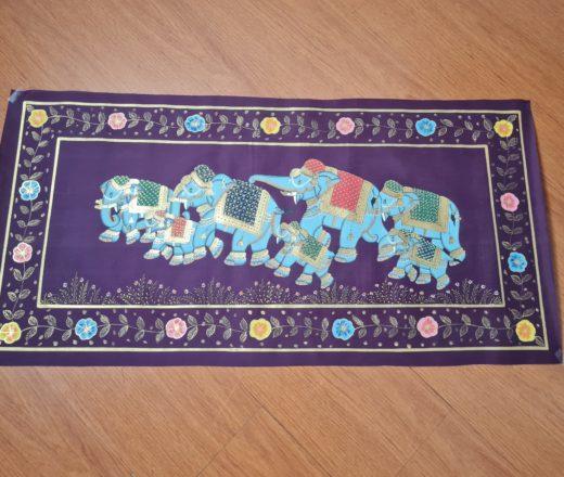 pintura indiana em seda com grupo de elefantes