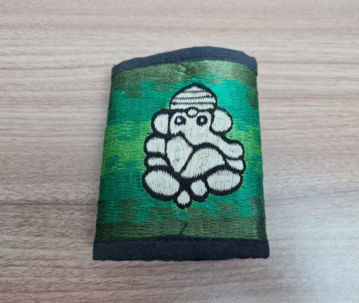 carteira bordada com Ganesha