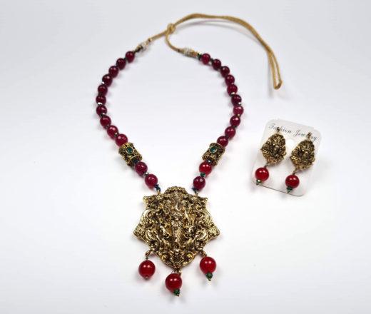 conjunto de colar e brincos de Ganesha com pedrarias